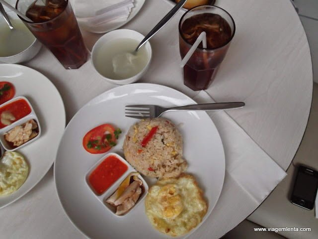 Dieta low-carb, paleo, cetogênica e jejum intermitente em Jacarta, Indonésia