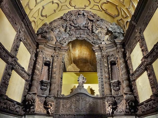 Obras em madeira talhada no Museu de Arte Sacra em Belém