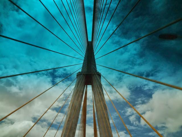 Ponte sobre o Rio Negro, em Manaus, estado do Amazonas