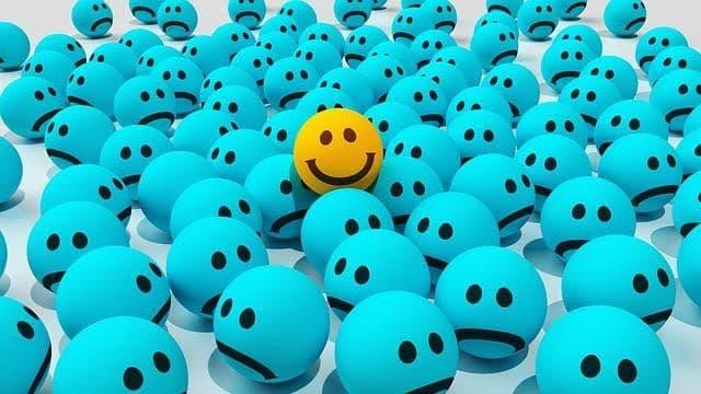 Qual a relação entre dinheiro e felicidade? Como interagem com o consumismo e o tempo?