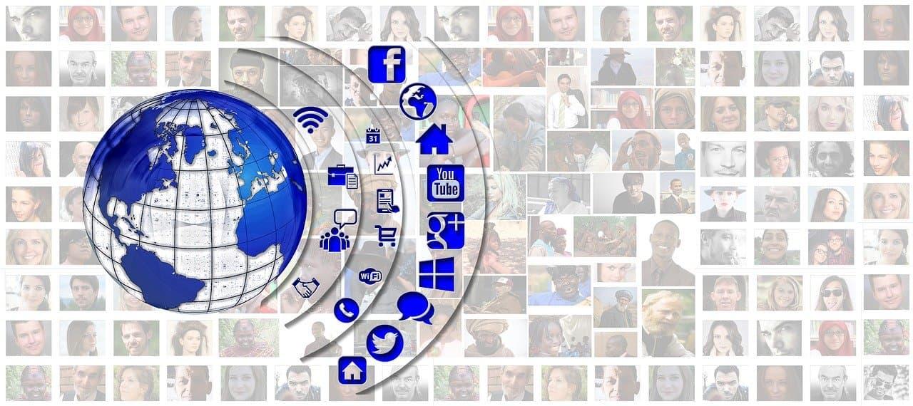 Redes sociais e conformidade em finanças pessoais